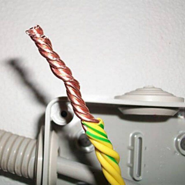 طرق توصيل الأسلاك الكهربائية في صندوق الوصلات كيفية توصيل الأسلاك في مربع تقاطع